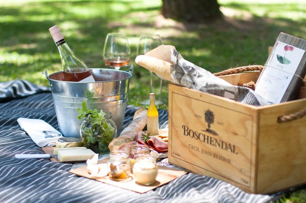 Panier pique nique à Boschendal dans les vignobles du Cap en Afrique du Sud sur la Route des Vins