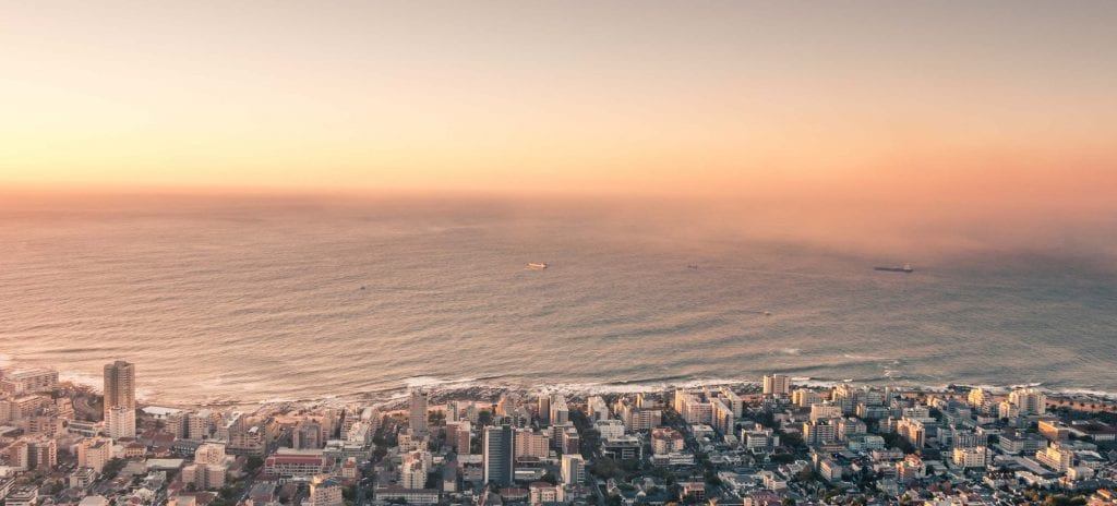 Front de mer dans la ville du Cap et quartier de Sea Point.