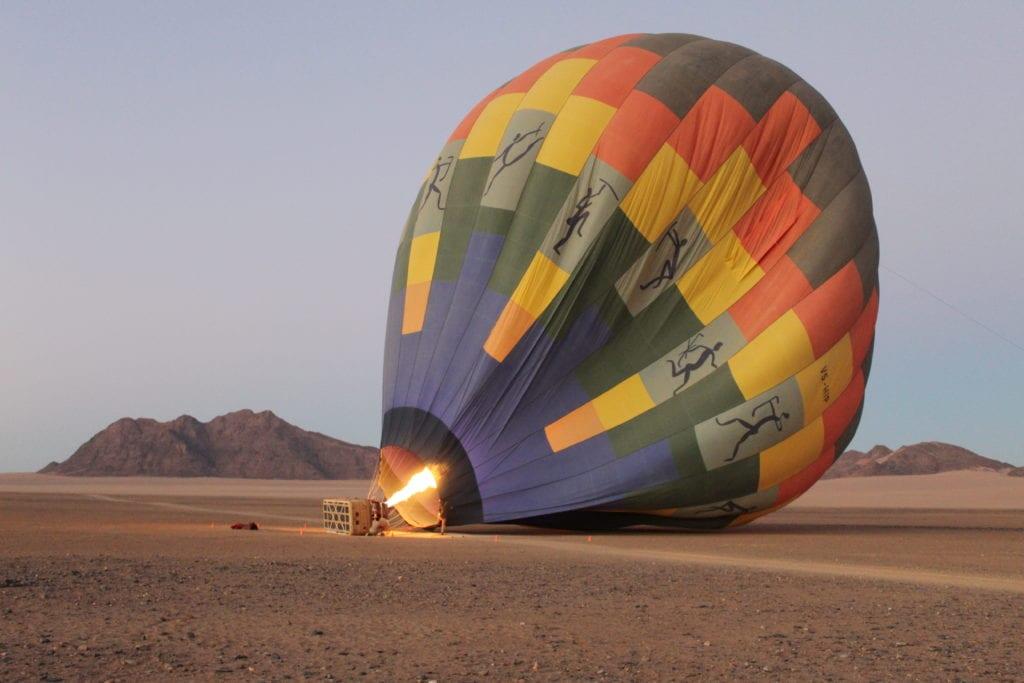 Ballon de la montgolfière et lever du soleil en Namibie - SATravellers