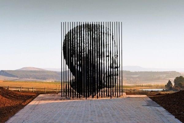 Une représentation artistique de Nelson Mandela au musée de l'Apartheid