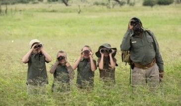 Les enfants et le guide en safari au Botswana - SATravellers