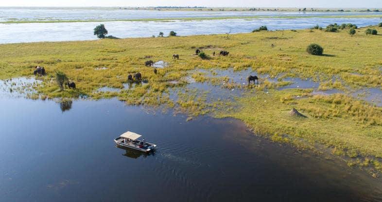 Bateau safari sur la Bande de Caprivi en Namibie
